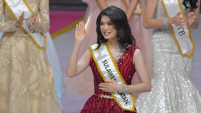 Dengan diraihnya mahkota ini, Carla akan mewakili Indonesia untuk ajang Miss World 2020 mendatang. (ANTARA FOTO/M Risyal Hidayat/aww)