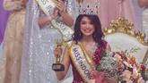 Miss Sulawesi Selatan, Pricila Carla Yules, meraih mahkota Miss Indonesia 2020, menggantikan Princess Megonondo. (ANTARA FOTO/M Risyal Hidayat/aww)