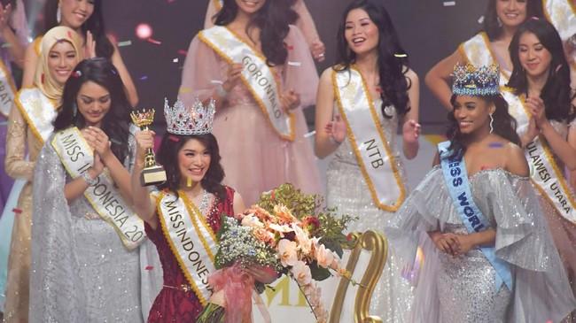 Perempuan yang akrab disapa Carla Yules ini mengalahkan finalis asal Bangka Belitung, Chritella Fenisianti dan asal Nusa Tenggara Timur, Nadio Riwo Kaho, sebagairunner-up.(ANTARA FOTO/M Risyal Hidayat/aww)
