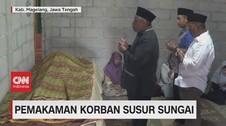 VIDEO: Isak Tangis Iringi Pemakaman Korban Susur Sungai