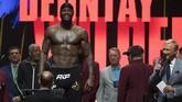 Wilder menjalankan timbangan berat badan dan memiliki berat hingga 104 kilogram. (Photo by Mark RALSTON / AFP)