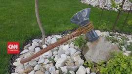 VIDEO: Tukang Kayu Membuat Kapak Thor