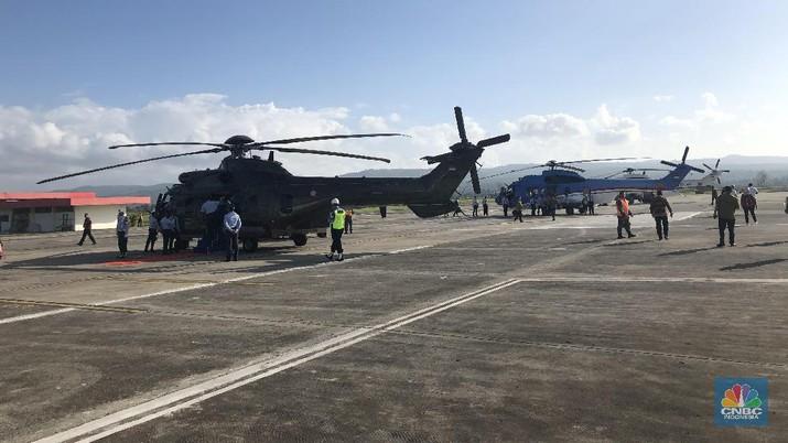 Kepala Negara beserta rombongan terbatas lepas landas dengan menggunakan helikopter berjenis EC-725 AP/Caracal