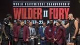 Wilder dan Tyson Fury terlibat keributan pada sesi timbang badan. (Photo by Mark RALSTON / AFP)