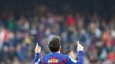Dengan tambahan empat gol Lionel Messi kini berada di puncak daftar top skor Liga Spanyol dengan 18 gol, unggul lima gol atas Karim Benzema. (AP Photo/Joan Monfort)