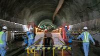 Gawat! Luhut Bilang Proyek Kereta Cepat JKT-BDG Molor Gegara Corona