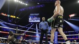 Ayah Tyson Fury: Wilder Bisa Masuk Rumah Sakit Jika Rematch