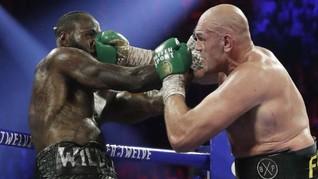 FOTO: Tyson Fury Menang TKO di Hadapan Mike Tyson