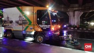 Malam Sunyi Mobil Penyapu Jalanan Jakarta