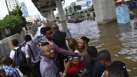 FOTO : Kala Banjir Kembali Kepung Ibu Kota