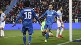 Cristiano Ronaldo merayakan gol bersama Juan Cuadrado. Ronaldo untuk kali ke-11 beruntun mencetak gol untuk Juventus. (Filippo Rubin/LaPresse via AP)