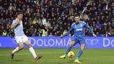Cristiano Ronaldo mencetak gol pertama Juventus pada menit ke-39 usai menerima umpan silang Juan Cuadrado. (Filippo Rubin/LaPresse via AP)