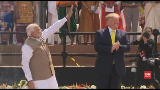 VIDEO: Sambutan Meriah untuk Trump di Stadion Kriket India