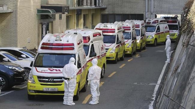 Pemerintah Kota Daegu meyakini 1.001 jemaat Shincheonji menghadiri kebaktian bersama wanita itu di saat dia telah terinfeksi.(Lim Hwa-young/Yonhap via AP)