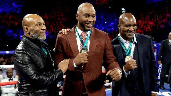 Mike Tyson Girang Lihat Tyson Fury TKO Wilder