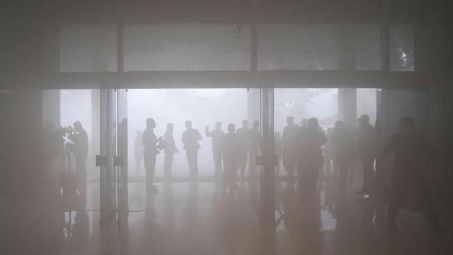 Sekretaris Jenderal DPR RI Indra Iskandar menyatakan sistem aerosol ini berfungsi karena sangat sensitif, bukan karena keberadaan rokok. (ANTARA FOTO/M Risyal Hidayat)