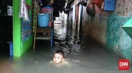 Banjir Masih Genangi Rumah Warga di Pegangsaan Dua Jakut