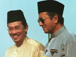 Drama Malaysia: Mahathir Mundur, Mahathir PM Sementara