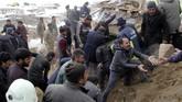 Gempa bumi bermagnitudo 5,7 mengguncang Turki bagian tenggara yang berada di dekat wilayah perbatasan Iran pada Minggu (23/2). (IHA via AP)