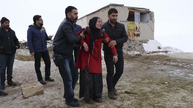 Gempa juga berdampak pada 43 desa di Turki yang sebelumnya memiliki riwayat diguncang gempa hebat. (Demiroren )News Agency / AFP