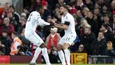 Issa Diop yang mencetak gol pertama meluapkan kegembiraan bersama Robert Snodgrass. (AP Photo/Jon Super)