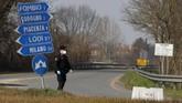 Sebanyak tujuh orang yang terinfeksi virus corona di Italia dilaporkan meninggal. (AP Photo/Antonio Calanni)