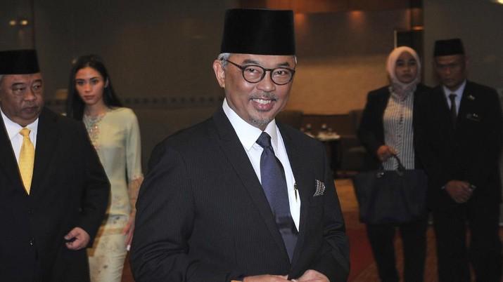 Raja Malaysia lantas memohon izin untuk melakukan pertemuan dengan anggota parlemen.