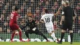 Tendangan Pablo Fornals di menit ke-54 kemudian membuat West Ham unggul 2-1 di awal babak kedua.. (AP Photo/Jon Super)