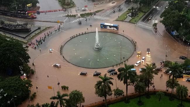 Hujan lebat mengguyur Jakarta dan sekitarnya sejak Senin (24/2) malam hingga Selasa (25/2) pagi. ANTARA FOTO/Winda Wahyu Fariansih/sgd/foc.