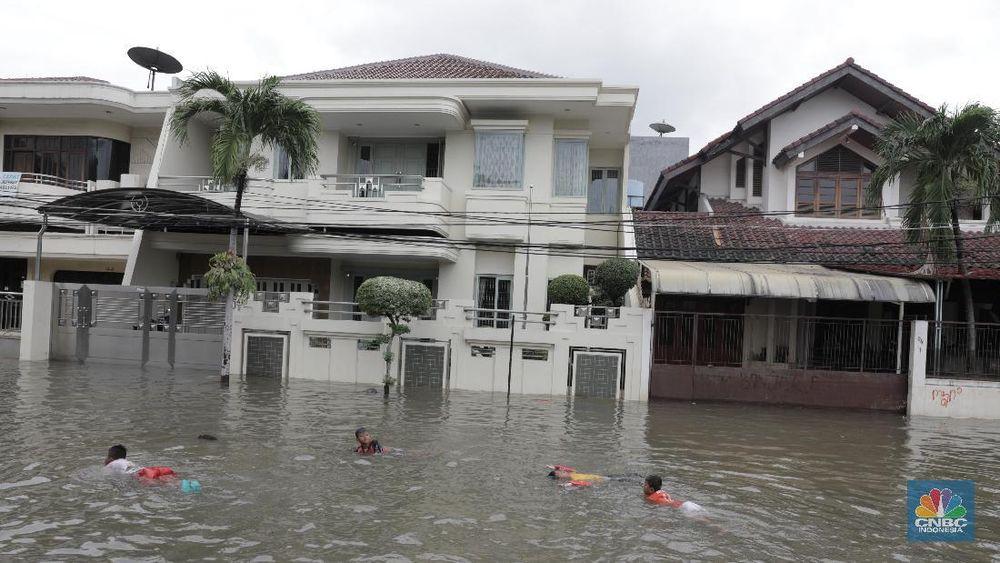 Penampakan Banjir Merendam Perumahan Green Garden - Foto 1
