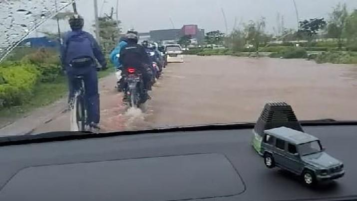 Corporate Communication Departemen Head PT Modernland Realty Tbk Gunawan Setyo Hadi mengklaim, banjir yang terjadi di jalan boulevard hanya sesaat.
