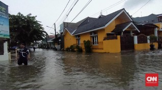 Banjir Lumpuhkan Jalan, Sejumlah Warga Bekasi Urung Kerja