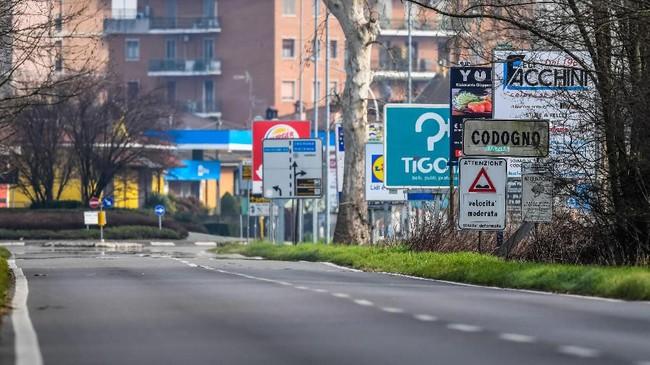 Guna mencegah penyebaran virus corona, pemerintah Italia memutuskan untuk menutup sejumlah fasilitas publik.(Photo by Miguel MEDINA / AFP)