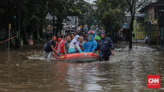 Banjir terjadi karena hujan ekstrem yang turun sejak Senin (24/2) malam hingga Selasa (25/2) pagi. CNN Indonesia/Bisma Septalisma