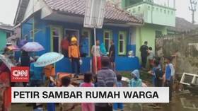 VIDEO: Petir Sambar Rumah Warga