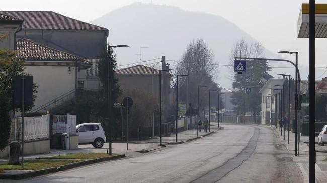 Italia kini menjadi lokasi penyebaran virus corona terbesar di Eropa.(AP Photo/Andrea Casalis)