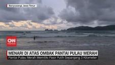VIDEO: Menari di Atas Ombak Pantai Pulau Merah