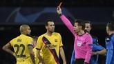 Arturo Vidal mendapat kartu kuning dan kemudian beberapa detik kemudian memperoleh kartu kuning kedua yang membuatnya harus keluar dari lapangan.(Photo by Filippo MONTEFORTE / AFP)