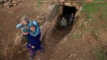 FOTO: 'Hunian' Bawah Tanah Pengungsi Suriah dari Serangan Bom