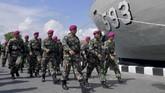 Sebanyak 195 personel Komando Tugas Gabungan Terpadu (Kogasgabpad) terdiri dari TNI-Polri, BNPB, Kemenkes, dan aparat pemerintah Kabupaten Kepulauan Seribu diperbantukan untuk menangani observasi 188 WNI dari ABK World Dream di Pulau Sebaru. (ANTARA FOTO/M Risyal Hidayat)