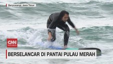 VIDEO: Serunya Berselancar di Pulau Merah