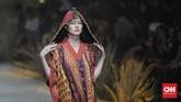 Dalam pembukaan, sebanyak 13 desainer dan label berparade memamerkan karya di atas panggungrunway.(CNN Indonesia/ Adhi Wicaksono)