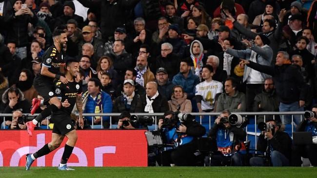 Gabriel Jesus meluapkan kegembiraan usai membobol gawang Real Madrid. (Photo by PIERRE-PHILIPPE MARCOU / AFP)