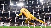 Pada menit ke-83, Manchester City berbalik unggul 2-1 lewat eksekusi penalti Kevin De Bruyne. Penalti diberikan usai Raheem Sterling dilanggar Dani Carvajal. (Photo by JAVIER SORIANO / AFP)