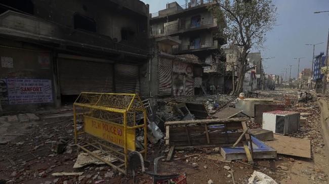 Bentrokan antara umat Hindu dan Muslim terjadi dalam dua hari pada Senin (24/2) dan Selasa (25/2) di New Delhi, India. (AP Photo)