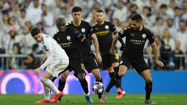 Real Madrid menjamu Manchester City dalam laga leg pertama babak 16 besar Liga Champions. (Photo by OSCAR DEL POZO / AFP)