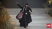 FOTO: Berterima Kasih pada Bumi lewat Fashion Rhapsody