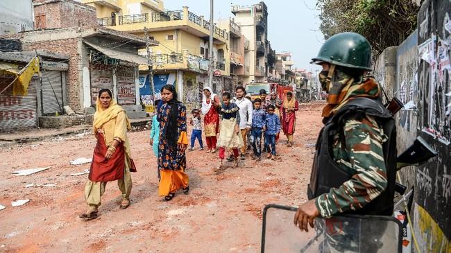 Sementara itu, PM India Narendra Modi, meminta warga untuk tenang dengan menjaaga perdamaian dan persaudaraan di tengah ketegangan. (Photo by Sajjad HUSSAIN / AFP)
