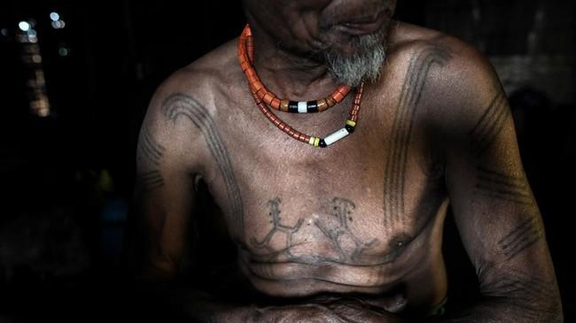 Suku Naga terdiri dari puluhan suku di suatu daerah yang begitu terpencil, sehingga desa-desa tetangga sering berbicara dengan bahasa dan dialek yang sangat berbeda. (Ye Aung THU / AFP)