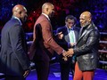 Mike Tyson Dorong Fan di Duel Wilder vs Tyson Fury